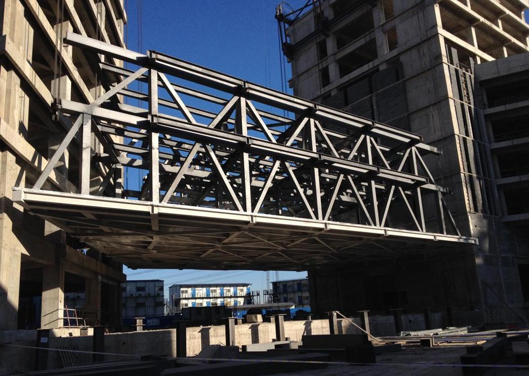 中關村醫療產業園16#樓40m大跨度空中鋼結構連廊提升技術方案順利實施